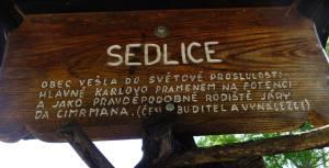 Detail rozcestníku v Sedlici u Přídolí