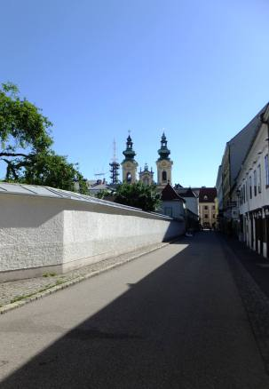 Bischofstraße (Biskupská ulice) - pohled k Landstraße (Zemské ulici)