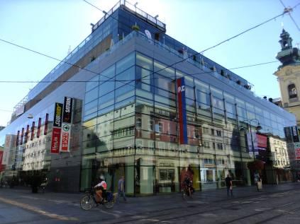 Roh Zemské a Betlémské ulice (Landstraße a Bethlehemstraße)