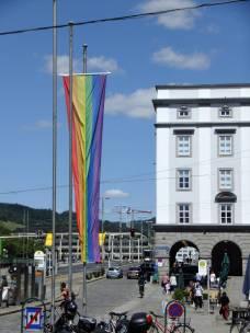 Duhová (LGBT) vlajka před Starou radnicí
