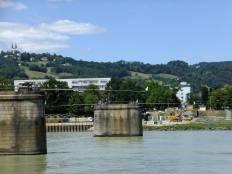 Zbořený železniční most