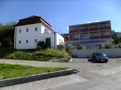 Část východní strany náměstí