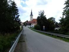 Vjezd do obce z jihu