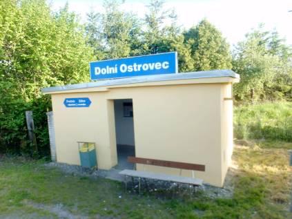 Dolní Ostrovec - staniční budova nahrazena budlíkem